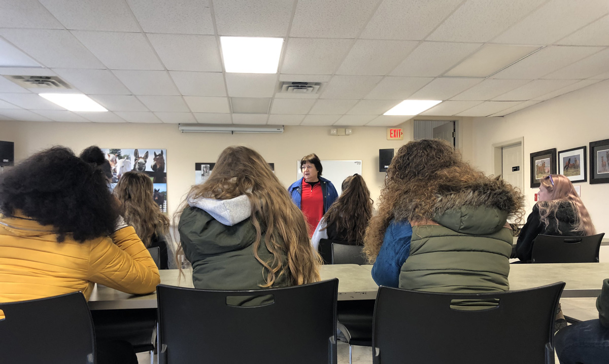 You are currently viewing SUNY Cobleskill Equine Studies' Students Visit Equine Advocates